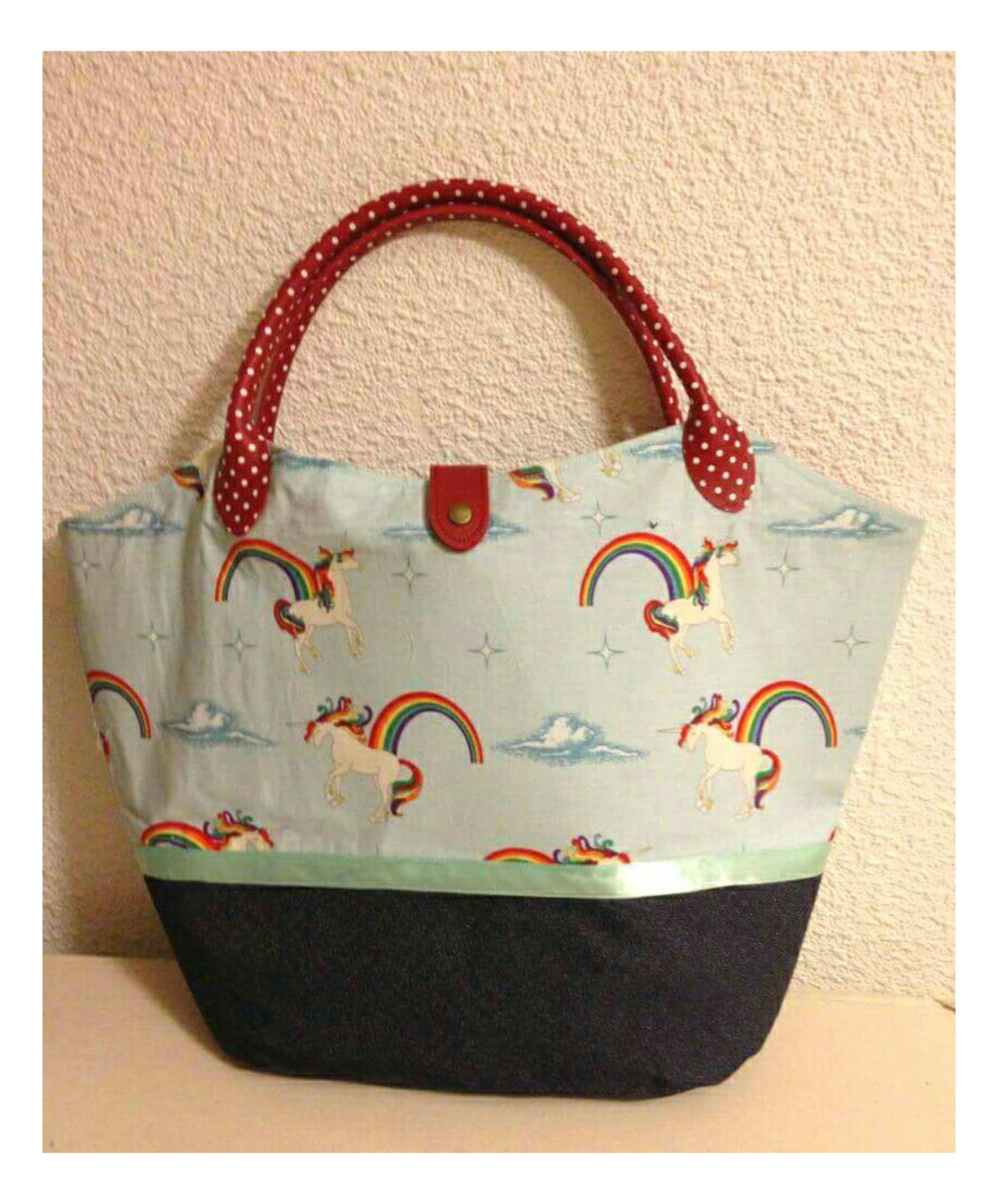 Bucket Bag with shorter straps